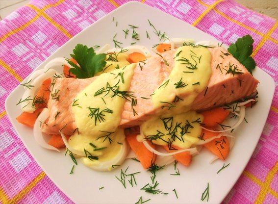 salmone-con-vino-bianco-e-salsa-di