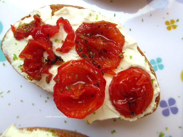 crostoni-con-robiola-e-ciliegini-canditi-5536887