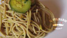 Spaghetti integrali al profumo di zafferano con zucchine e molluschi