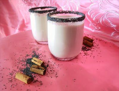 latte-vegano-ai-semi-di-papavero-con-5742995